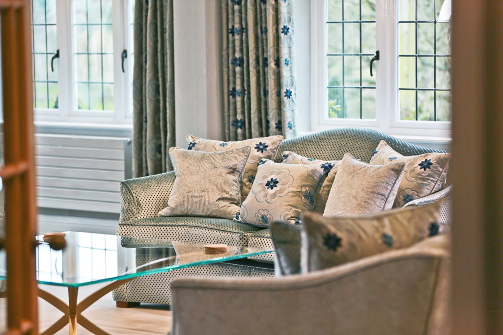 peter_staunton_interior_design_rock_n_roll_chic_lapworth_country_house